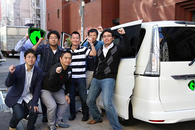 出発するシーン。朝8:45 札幌市内を会員様一同を出発